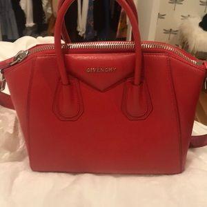 Givenchy Red antigona